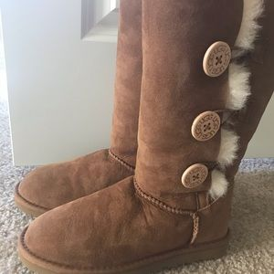 Authentic UGG Bailey Button Triplet Chestnut Boots